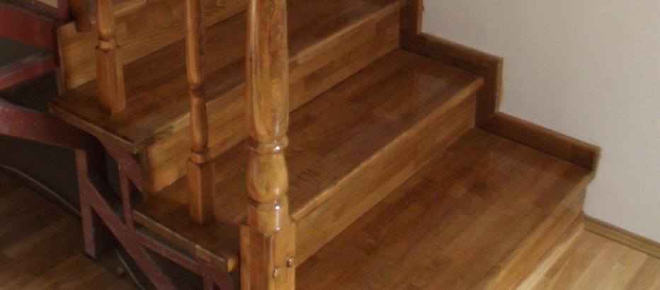 Placare scara din metal cu panou lemn masiv de fag