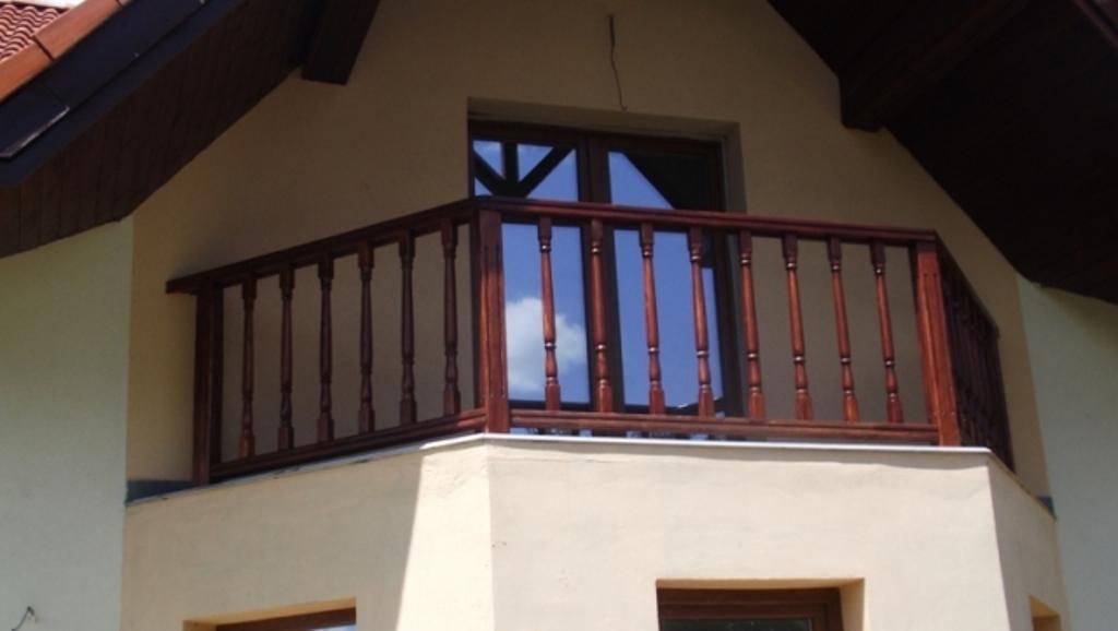Balustrada exterioara din lemn masiv, inox si fier forjat
