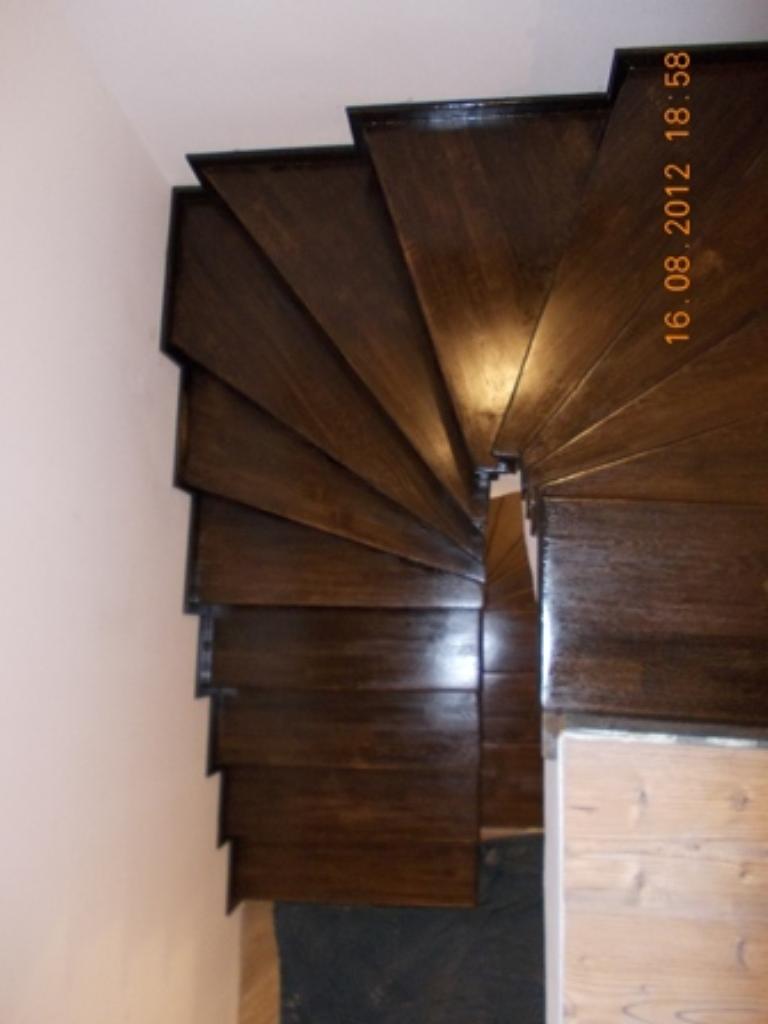 scari din beton cu trepte balansate