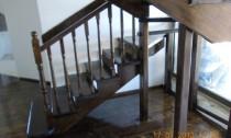 scari din lemn pe vanguri decupate