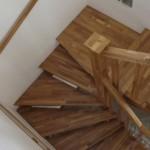 Scari de lemn pe vanguri decupate