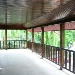 Balustrada lemn exterioara moderna