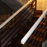Scara lemn masiv pe suport din beton